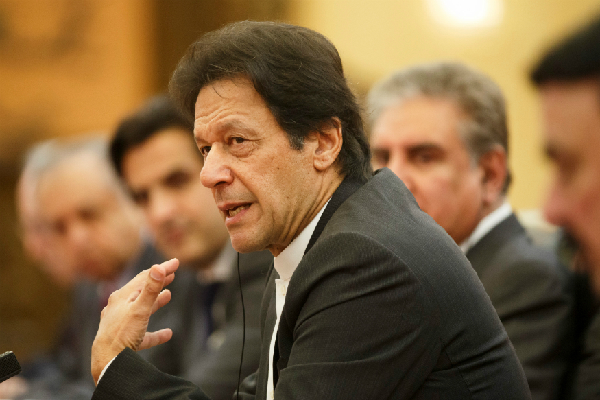 Islamabad- PM Imran tells govt spokespersons not to react to CJP's remarks