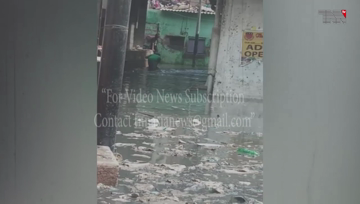 Karachi- Karachi turned into a pond due to rain and the citizen had to build a small boat